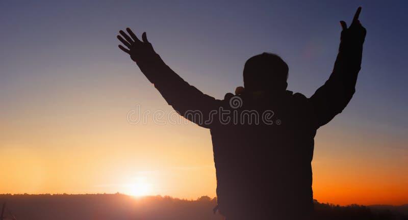 Culto cristiano Dio del supporto di preghiera nella visione di concetto di giorno di pasqua a successo finanziario fotografie stock