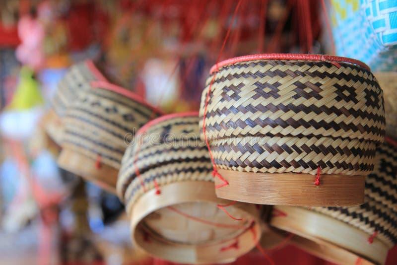 Cultura de Tailândia Teste padrão de bambu feito a mão da cesta em Tailândia fotos de stock