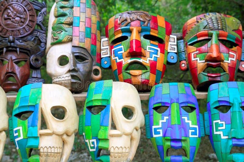 Cultura india de las máscaras mayas coloridas en selva fotografía de archivo libre de regalías