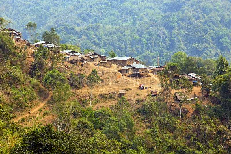 cultura tribale indigena del paesino di montagna della tribù di Akha, Pongsali, Laos immagine stock libera da diritti