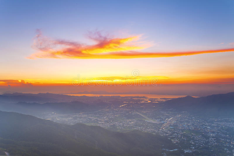 Cumbre de la puesta del sol fotos de archivo
