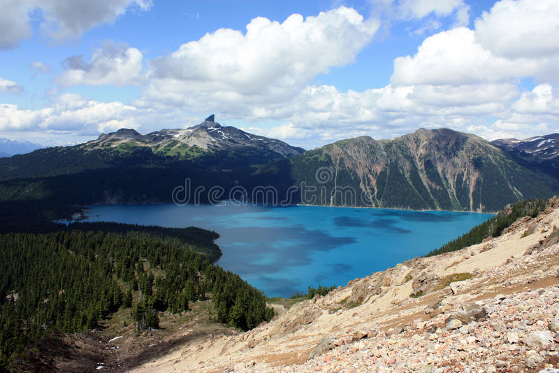 Cumbre del colmillo y lago negros Garibaldi fotografía de archivo libre de regalías