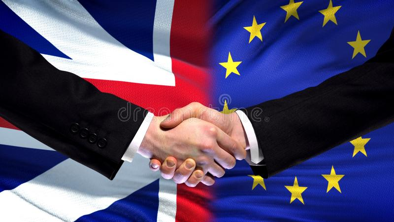 Cumbre internacional de la amistad del apretón de manos de Gran Bretaña y de la UE, fondo de la bandera fotografía de archivo