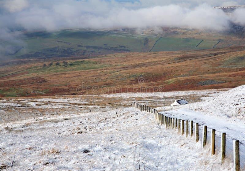 Download Cumbria stockbild. Bild von pfad, spur, haus, grün, wolken - 12200727