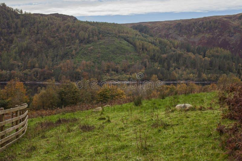 Cumbria, distrito del lago, Inglaterra, el BRITÁNICO - campos y colinas foto de archivo