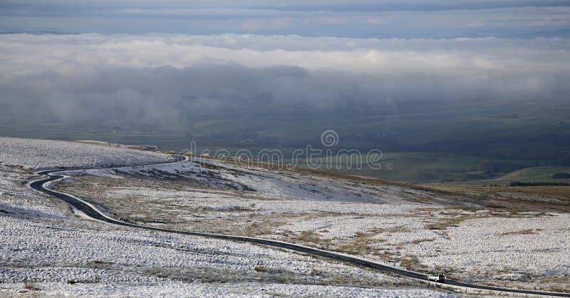 Download Cumbria Winter-Straße stockfoto. Bild von landschaft - 12201258