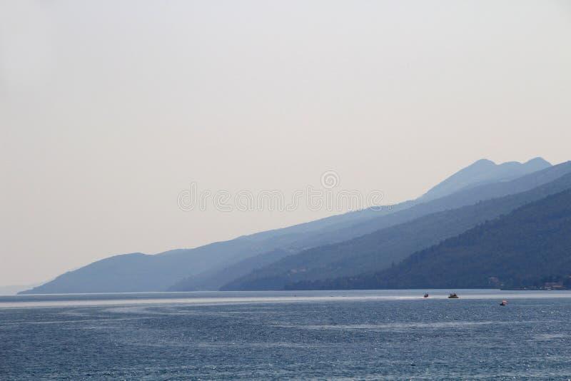 Cumes azuis da península de Istria, mar de adriático, Croácia fotos de stock