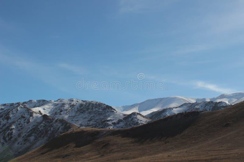 Cumes da montanha na região dos talas de Quirguizistão imagem de stock
