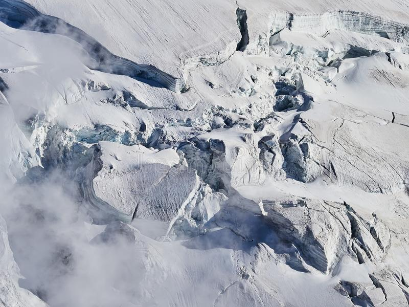 Cumes, Mont Blanc e geleiras franceses como visto de Aiguille du Midi, Chamonix, França imagens de stock