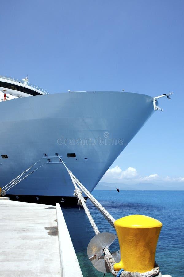 Cumownicy łęku Statek Wycieczkowy Wiążący Kolor żółty Obrazy Stock