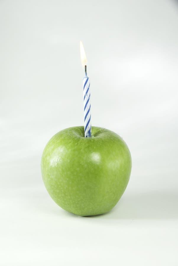 Cumpleaños Apple con la llama foto de archivo