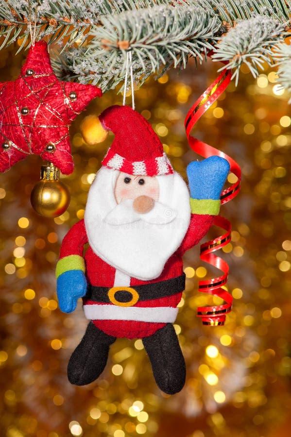 Cumprimento de Santa do Natal na filial de árvore do abeto fotografia de stock royalty free