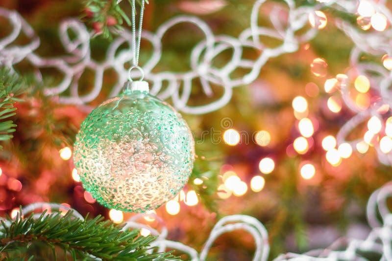 Imagens De Cumprimento: Cumprimento Do Natal Em Um Ramo Do Natal Decorado Com