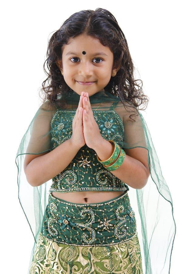 Cumprimento indiano da menina imagem de stock