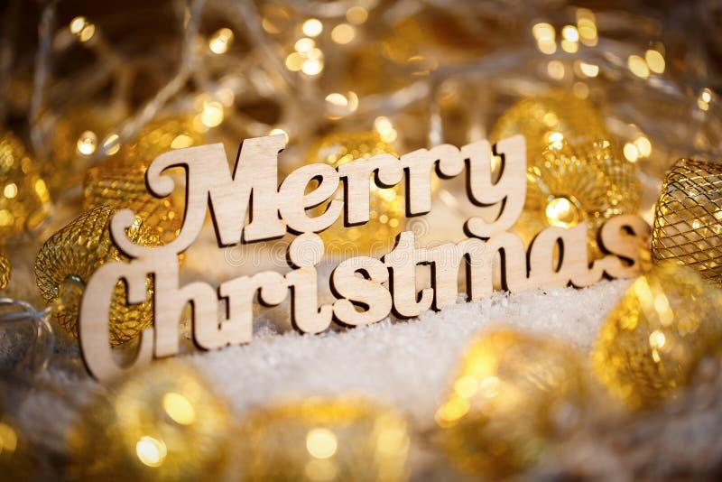 Cumprimentos do Feliz Natal - text na tipografia do vintage com festões imagens de stock royalty free