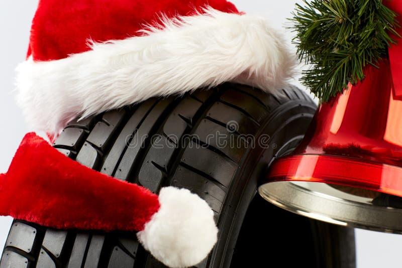Cumprimentos do Natal para o comércio do pneu fotos de stock