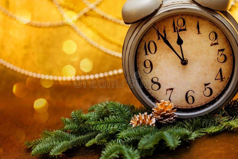 Cumprimentos do ` s do ano novo Decorações do Natal fotografia de stock