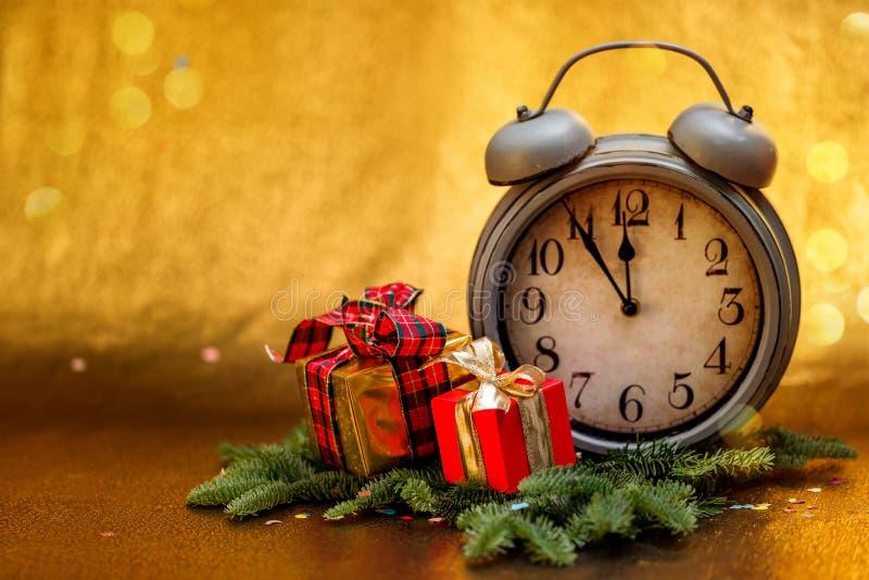 Cumprimentos do ` s do ano novo Decorações do Natal foto de stock royalty free