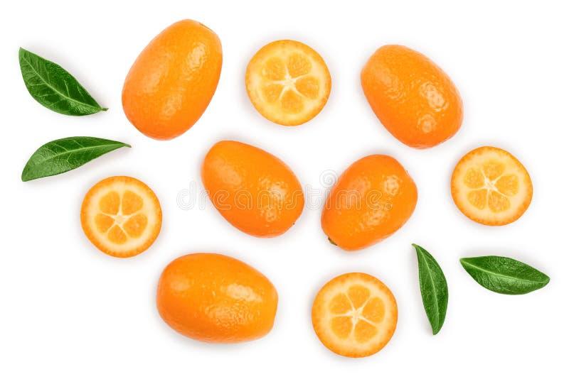 Cumquat ou kumquat com metade isolado no fundo branco Vista superior Configura??o lisa imagens de stock royalty free