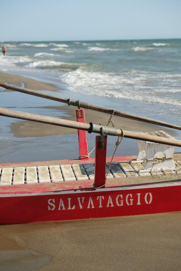 Cumująca paddle łódź na plaży obrazy stock