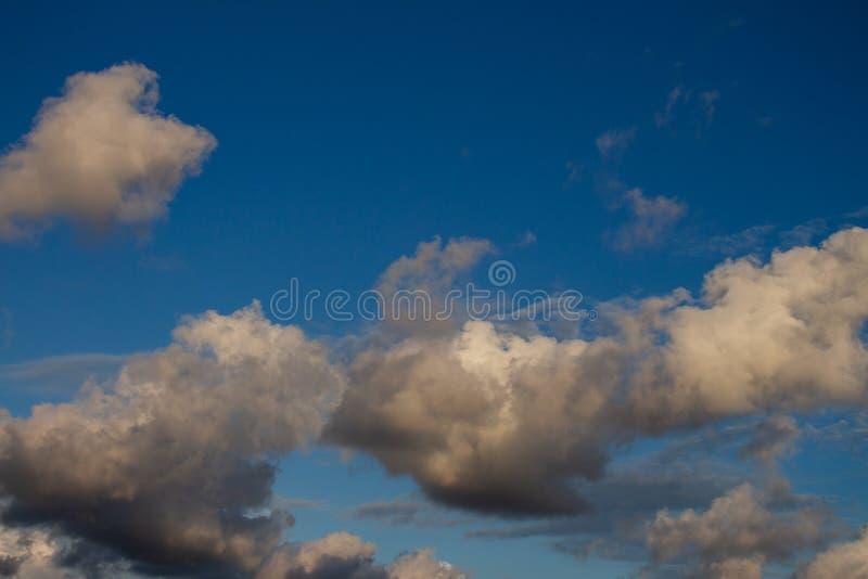 Cumulo nimbus enorme nel cielo fotografia stock libera da diritti