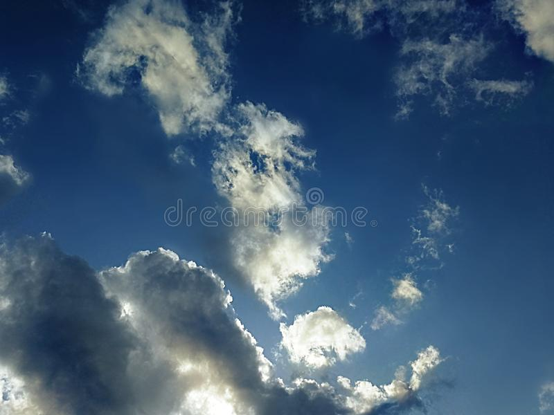 Cumulonimbus chmury w niebie fotografia stock