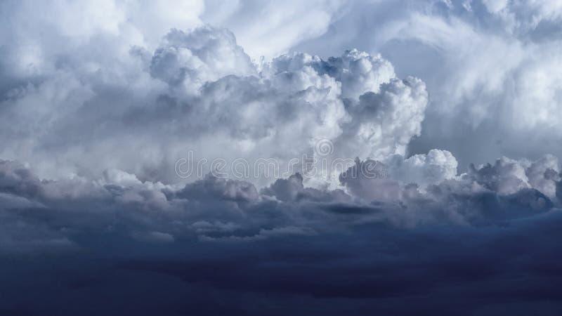 Cumulonimbus wiosny chmury zdjęcia stock