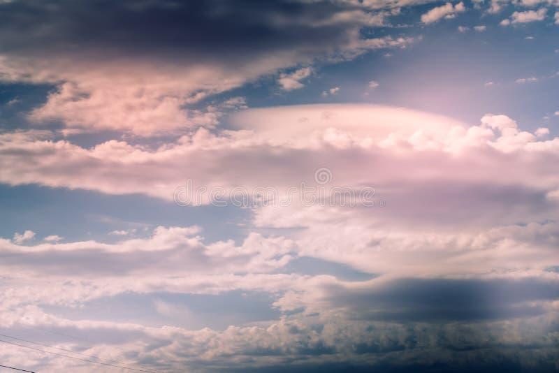 Cumulus, chmura pierzasta i soczewkowate chmury, zdjęcia royalty free