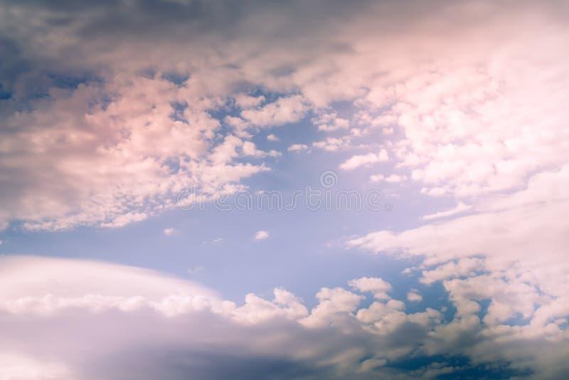 Cumulus, chmura pierzasta i soczewkowate chmury, zdjęcie royalty free