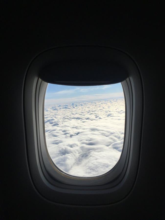 Cumulus dans l'aéroport de Schipol photographie stock