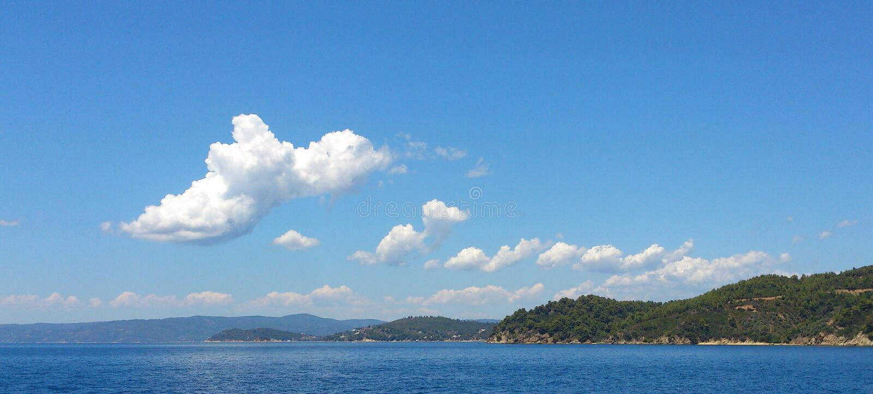 Cumulus, Skianthos, Grèce image libre de droits