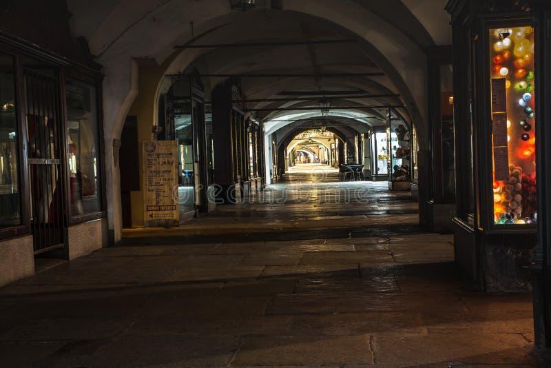 Cuneo sous les voûtes photo stock