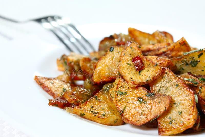 Cunhas da batata fritadas fotografia de stock royalty free