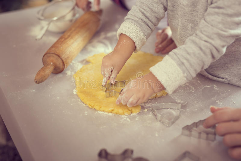Cuocere dei biscotti di Natale fotografia stock