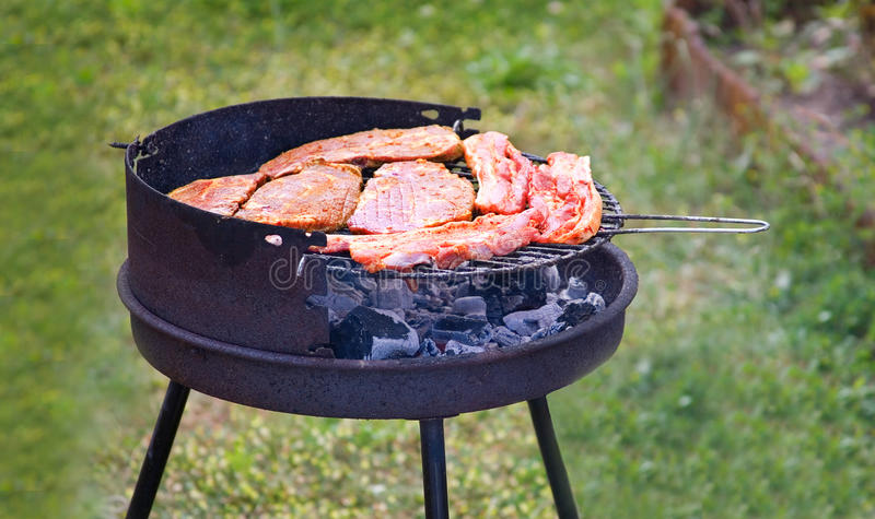 cuocere estate alla griglia fotografie stock libere da diritti