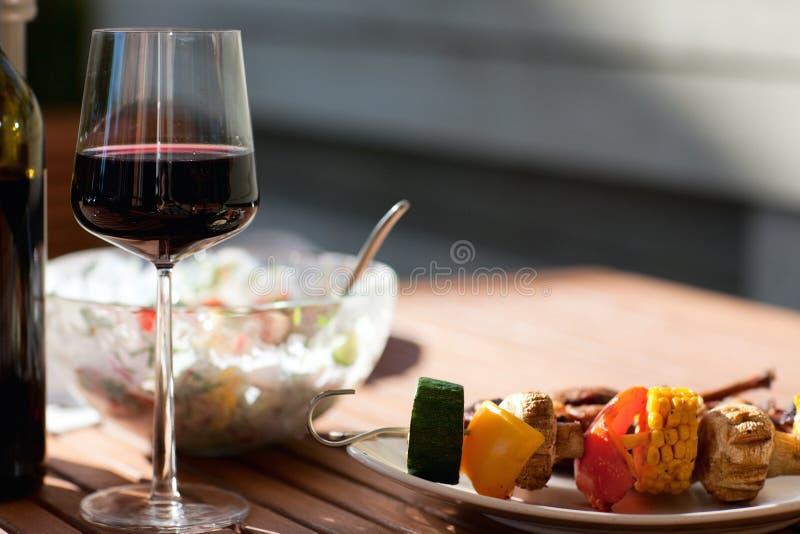cuocere fine settimana alla griglia di estate immagine stock libera da diritti