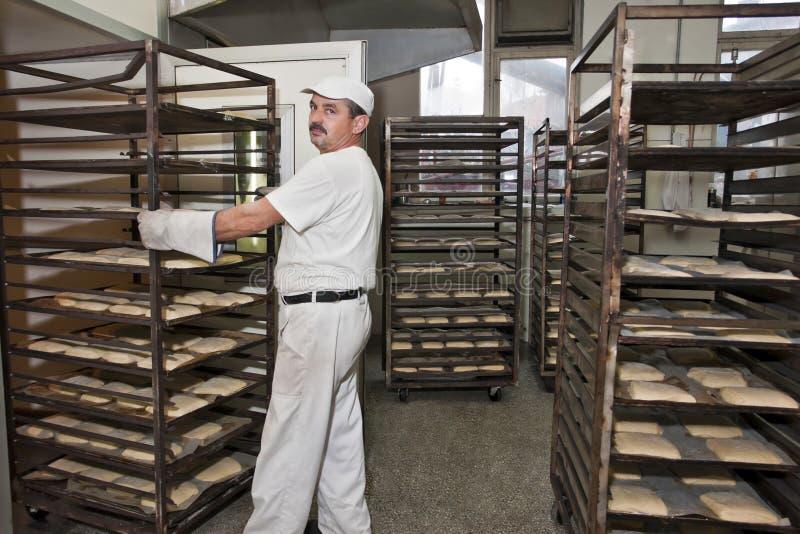 Cuocere un pane fotografia stock libera da diritti