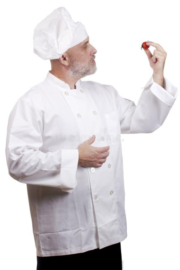 Cuoco con il pomodoro fotografie stock