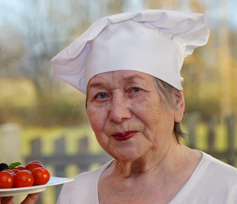 Cuoco maggiore della donna fotografia stock