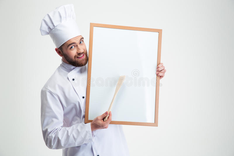 Cuoco maschio felice del cuoco unico che tiene bordo in bianco fotografia stock libera da diritti