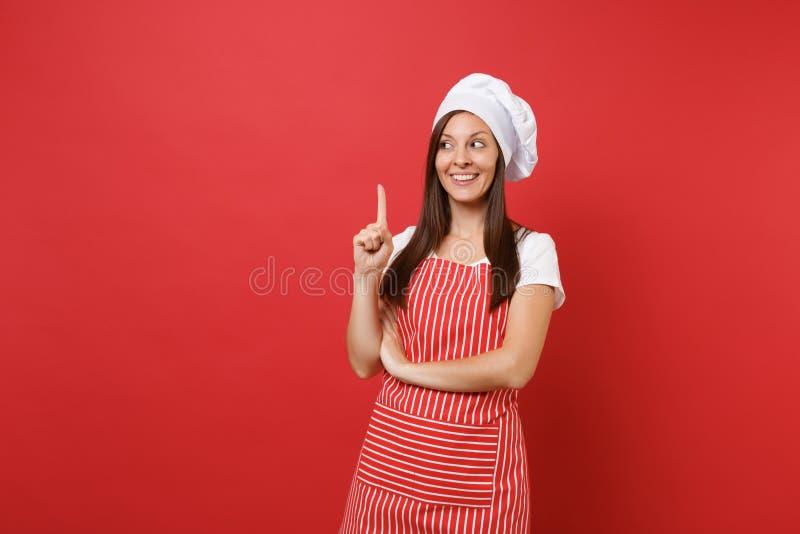 Cuoco o panettiere femminile del cuoco unico della casalinga in grembiule a strisce, maglietta bianca, cappello dei cuochi unici  fotografia stock