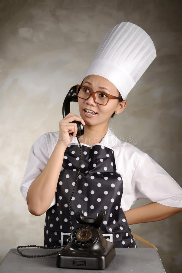Cuoco unico Calling By Phone fotografia stock libera da diritti
