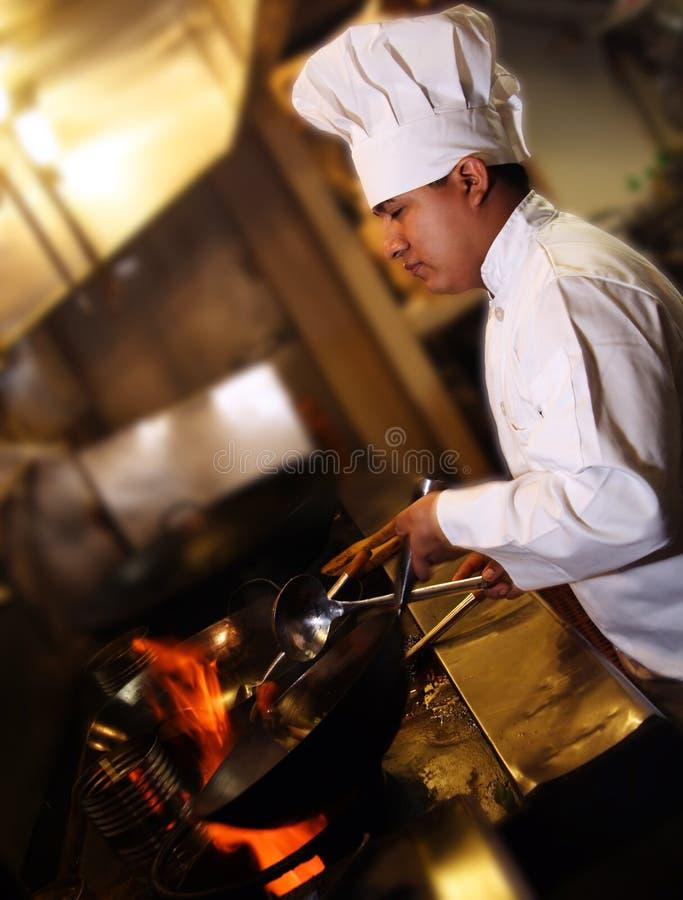 Cuoco unico che cucina 2 fotografie stock libere da diritti