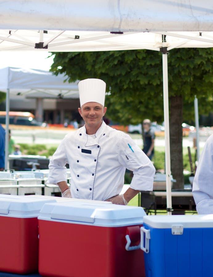 Cuoco unico sorridente fotografie stock libere da diritti