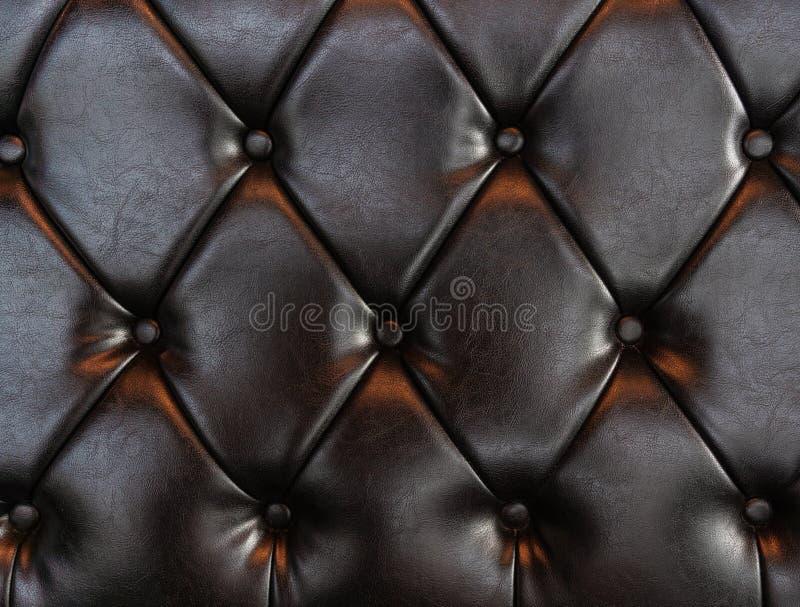 Cuoio di lusso elegante di marrone scuro con i bottoni Fondo di cuoio di struttura del modello fotografia stock libera da diritti