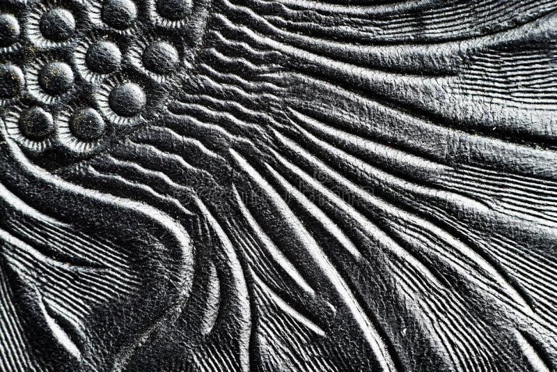 Cuoio nero brillante impresso con i motivi floreali - vicini fino al dettaglio fotografia stock