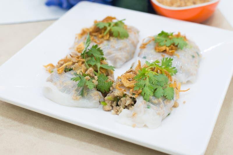 Cuon de Goi - os rolos frescos vietnamianos do verão encheram-se com os camarões, por fotos de stock