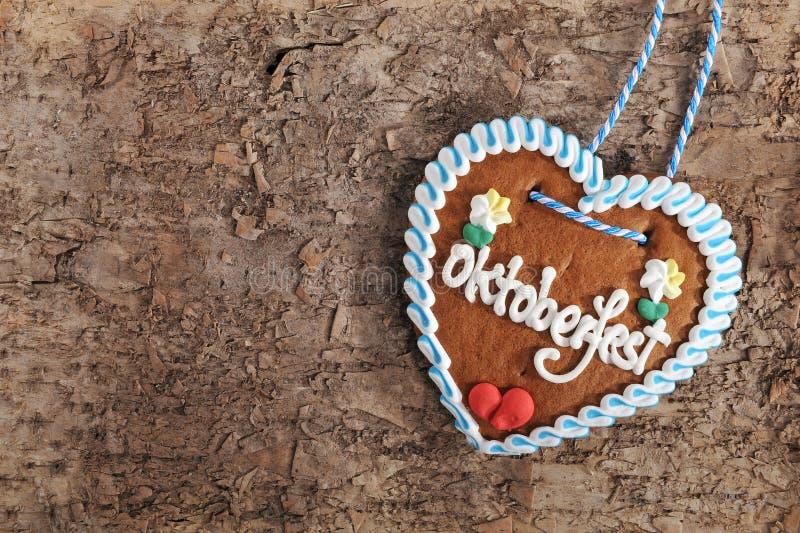 Cuore bavarese del pan di zenzero di Oktoberfest immagine stock
