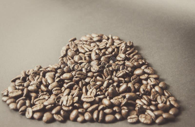 Cuore dai chicchi di caffè immagini stock libere da diritti