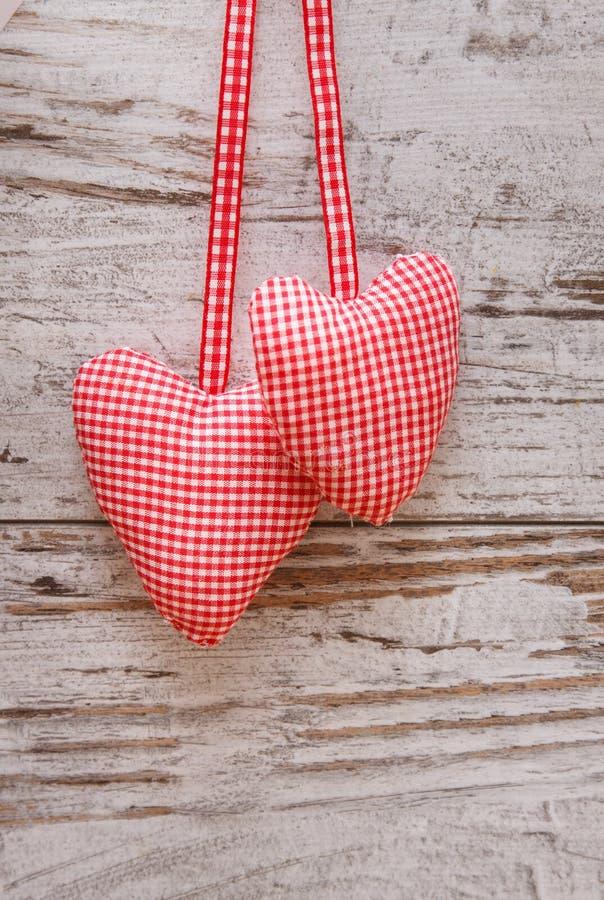 Cuore del tessuto per il giorno di biglietti di S. Valentino fotografia stock